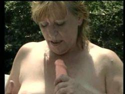 Heftiger Scat Porn mit mollger Schlampe im Freien