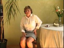Gepiercte schlabber Fotze der blonden Deutsch Milf gefistet